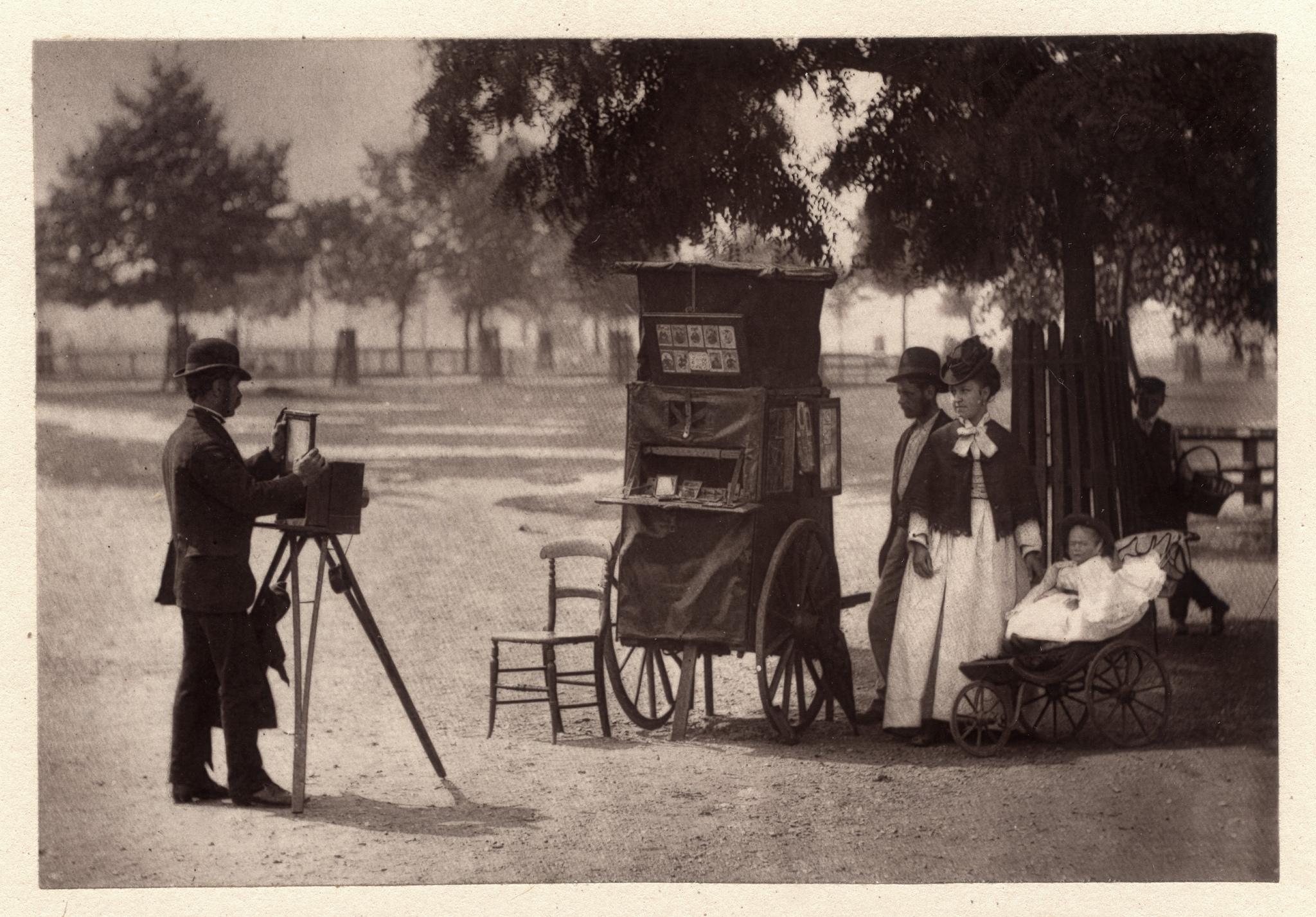 1876-1877. Уличный фотограф на Клапхэм Коммон