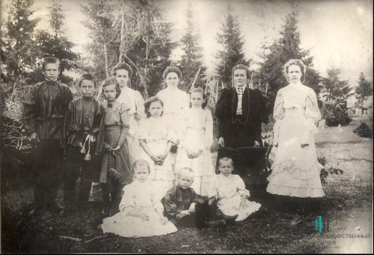 Члены семьи и знакомые купца И.Т.Кузнецова в с.Ильинском