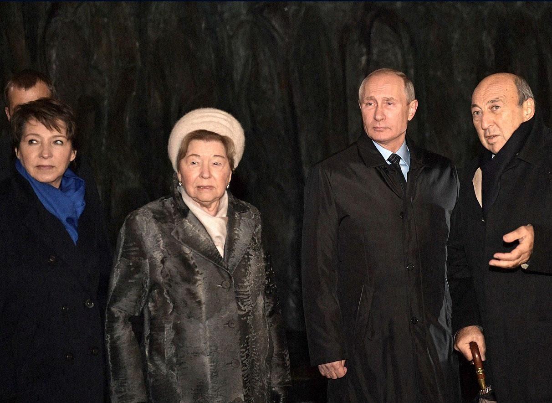 С Татьяной Юмашевой , Наиной Ельциной и , скульптором Георгием Ф - Copy