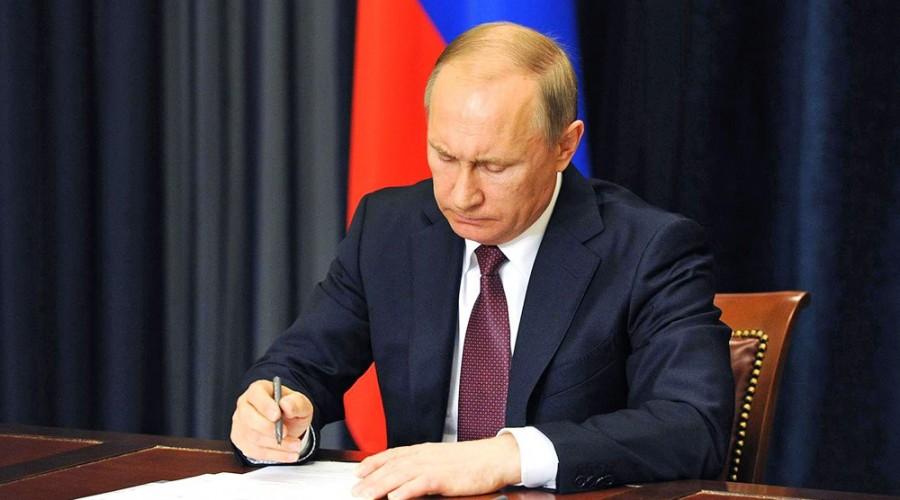Владимир Путин расширил основания для отказа россиянам в валютных операциях