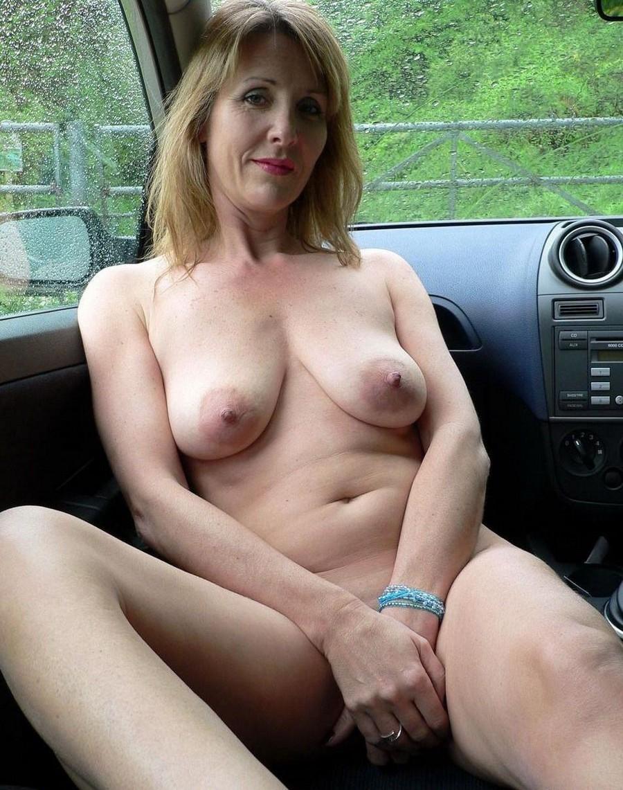 Дамы хулиганят в авто