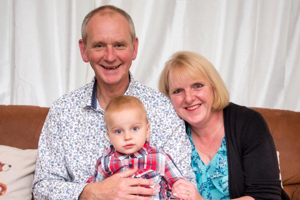После 18 выкидышей 48-летняя британка наконец стала мамой