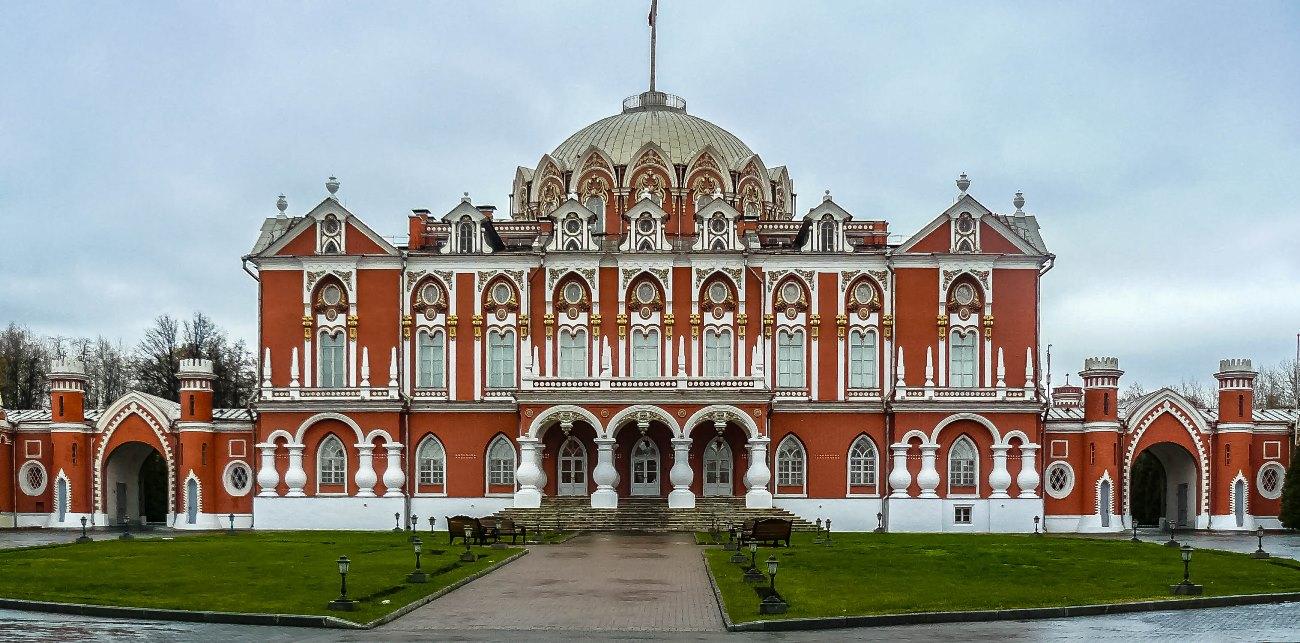 irina-fortuna-petrovsky-palace 01.jpg