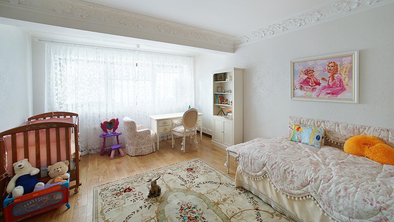 спальная комната в доме. интерьерная фотосъемка