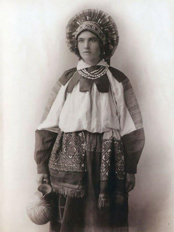 0 17a7ea 9a98f473 XL - Девушки в древних славянских костюмах на старинных фотографиях