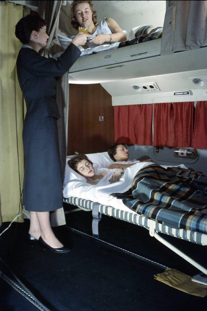 Стюардессы по-настоящему любили свою работу и пассажиров