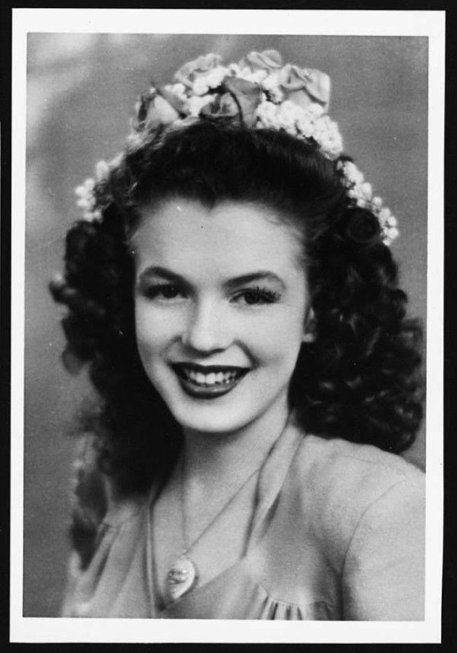 Калифорния, 1941 год.      В 16 лет Норма Джин Мортенсон вышла замуж за Джеймса Догерти.