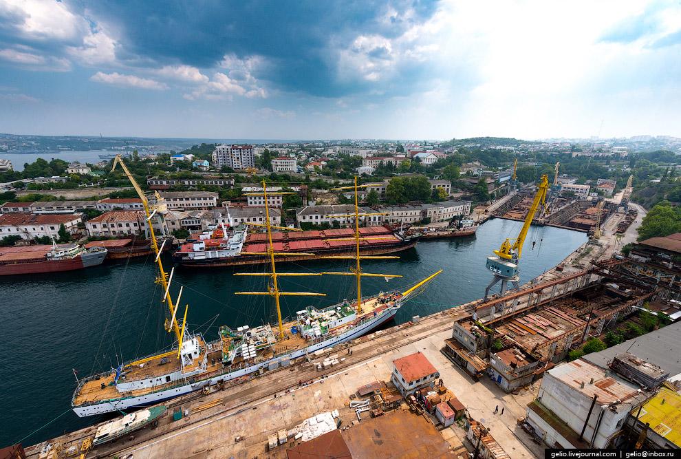 58. За свою историю Севастопольский морской завод построил свыше 500 кораблей и судов и более 70 пла