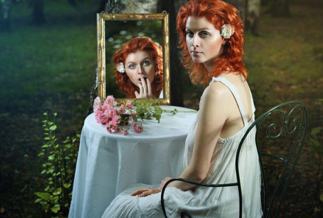 К зеркалам во все эпохи относились с осторожностью. Эзотерики и экстрасенсы приписывают им м
