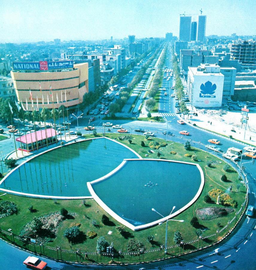 1. Вид с воздуха площади Вали-Аср в 1971 г. Courtesy of Kaveh Farrokh