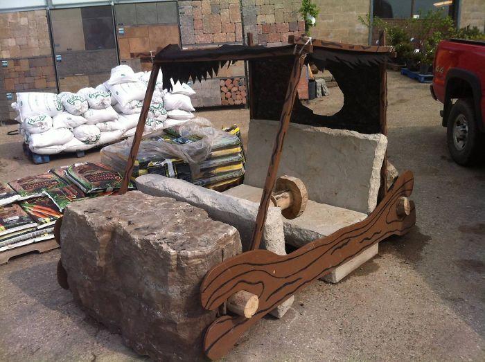 И как теперь объяснить появление этого каменного транспортного средства начальнику?   «С