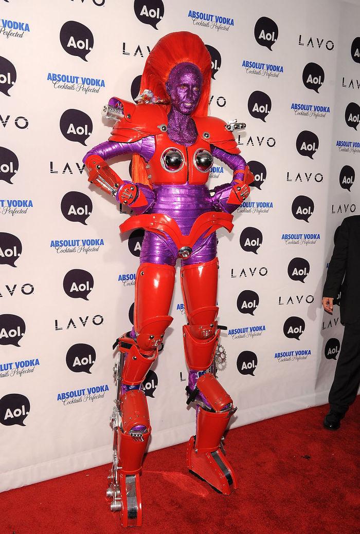 2010 год: трансформер    Модная тема трансформеров не обошла стороной вечеринку