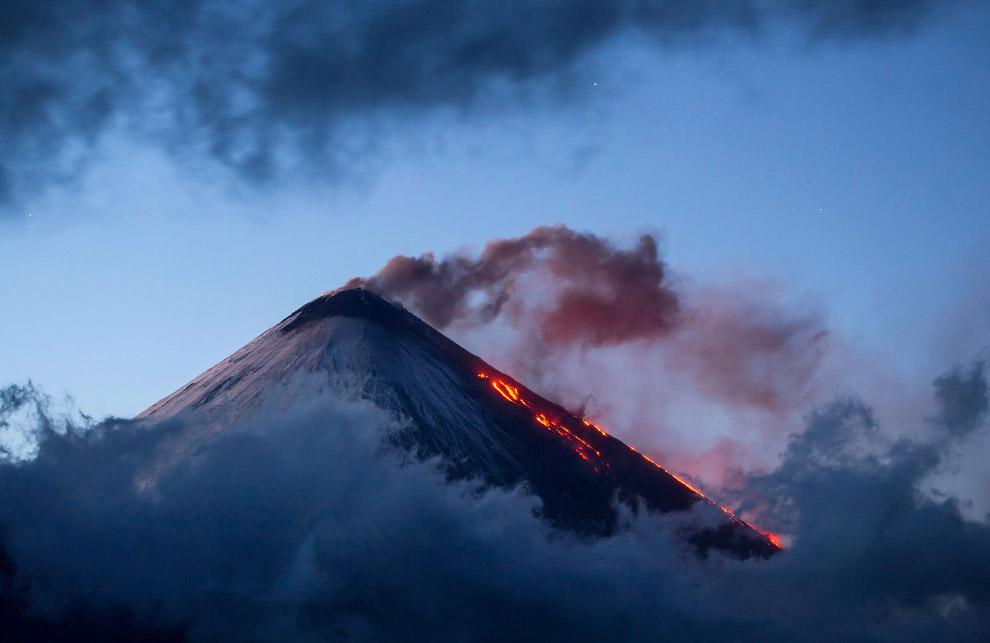 6. Также некоторые вулканы, в особенности потухшие и невысокие, нередко называют просто горами, прои