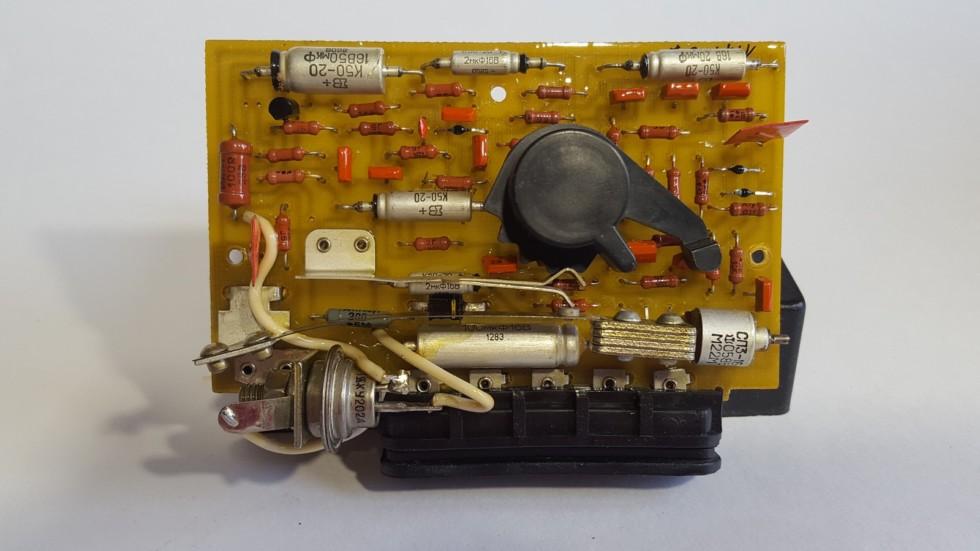 Плюсы      Потребление тока в дежурном режиме у простых