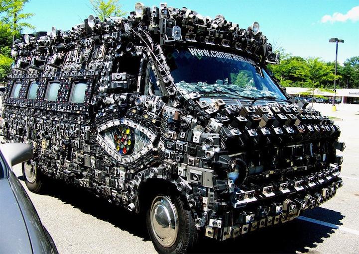 Фургон инкрустированный фотоаппаратами (12 фото)
