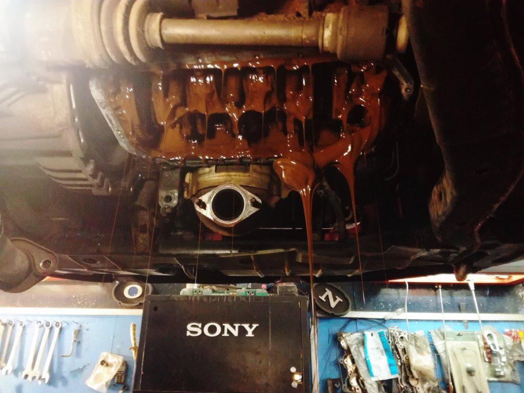 Что случится, если в двигатель автомобиля залить антифриз (3 фото)