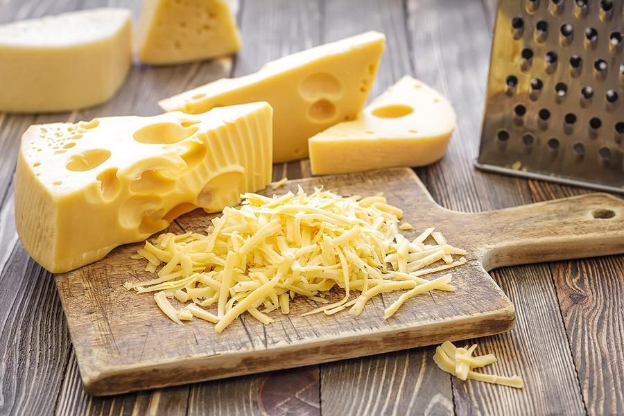 5. Не тратьте свою дневную норму калорий на поддельный сыр. Это касается сыра в тюбиках, сыра для на