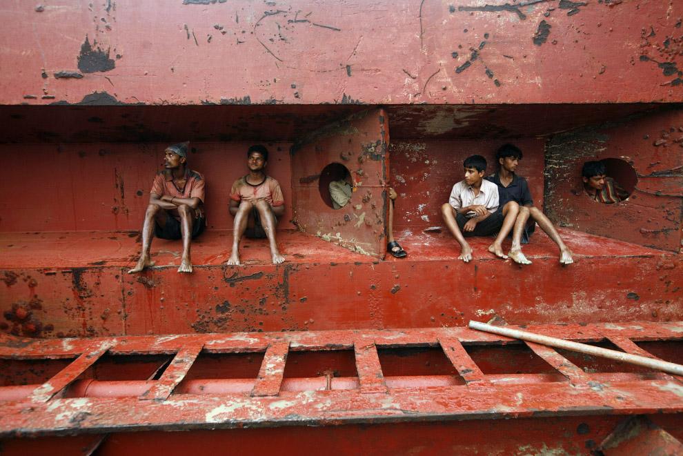 23. Разборка корабля в Гаддани, Пакистан, 10 июля 2012. (Фото Roberto Schmidt   AFP   GettyImages):
