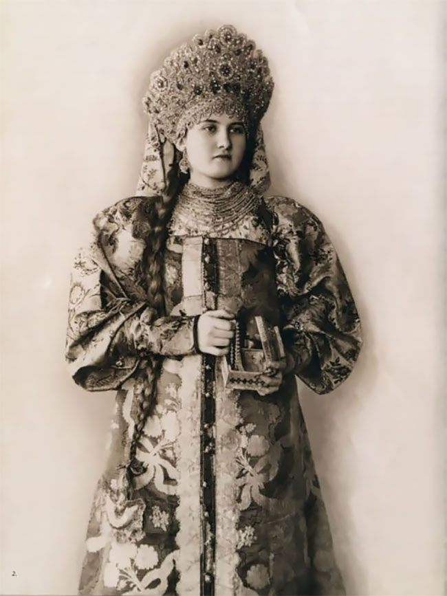 Уникальные фотографии русских красавиц в народных костюмах дореволюционной России (23 фото)