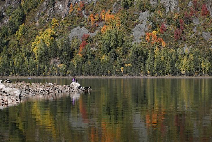 Название реки происходит от эвенкийского «Ионесcи» — большая вода. Длина Енисея составляет 3 487 км.