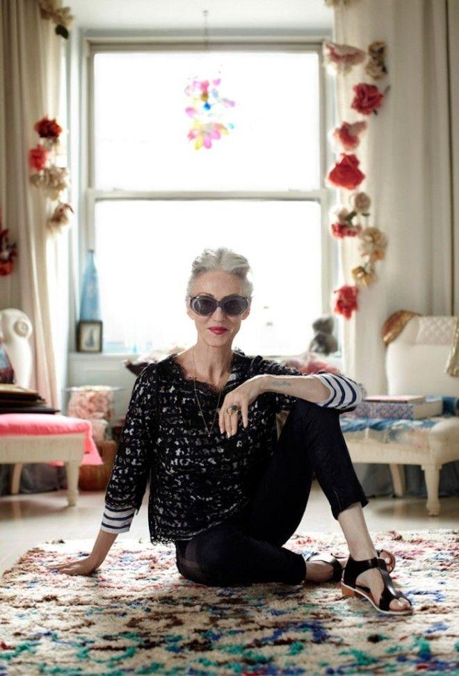 Теперь, в 67 лет, она снова активно снимается: сотрудничает с The Row, Olio Lusso и Karen Walker. Ли