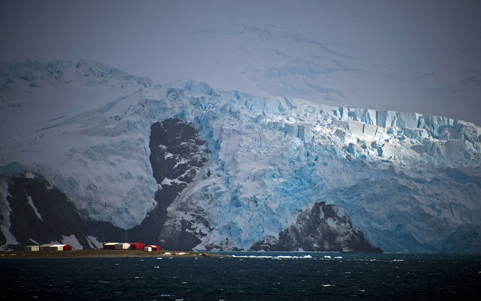 7. Общая площадь Антарктики — около 52 млн км?. (Фото Mario Tama):