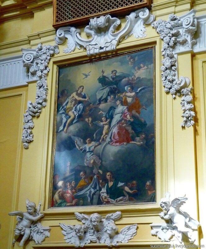 Богатый барочный декор.