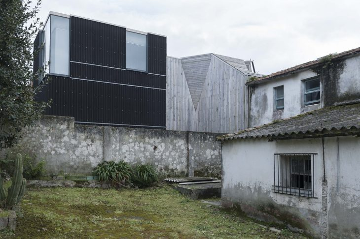 House in Oleiros by Emilio Rodriguez Blanco