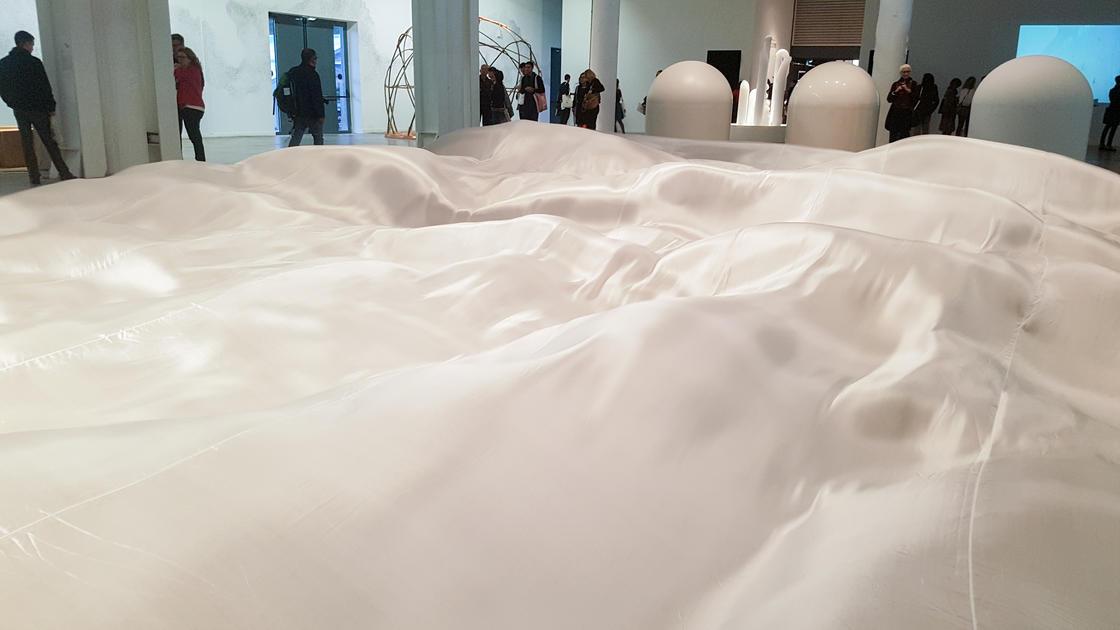 Wide White Flow - Hans Haacke (Sucriere)