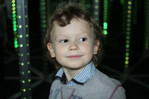 3 летний мальчик трет свой член