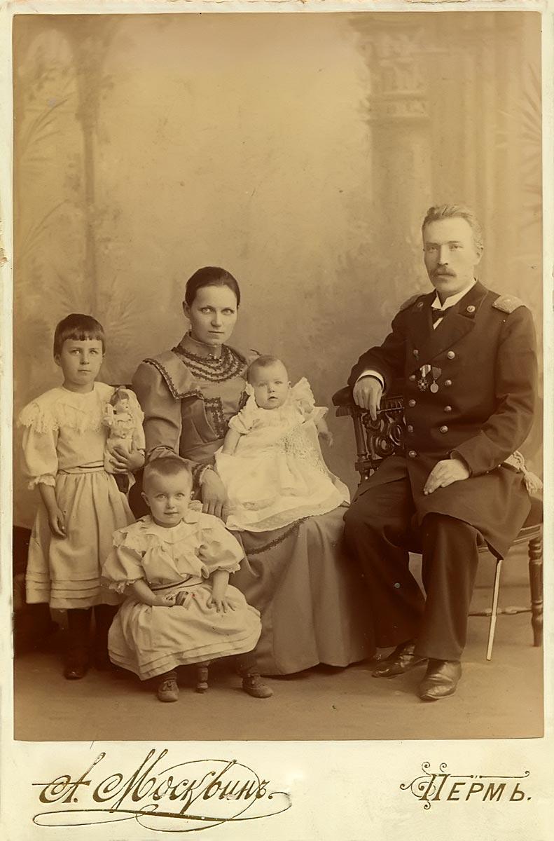 Семья Комаровых
