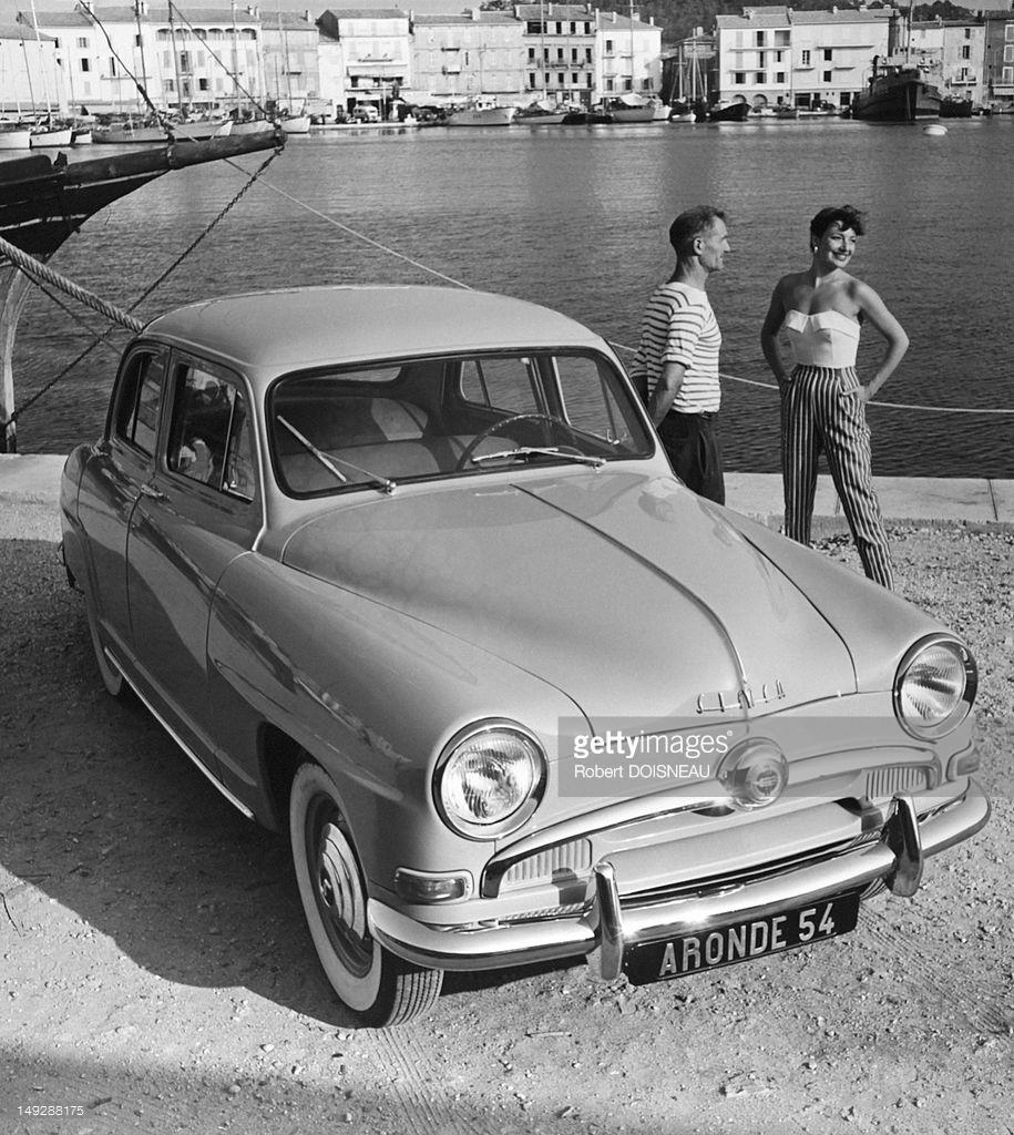 1953. Пара со своим автомобилем Simca «Aronde»
