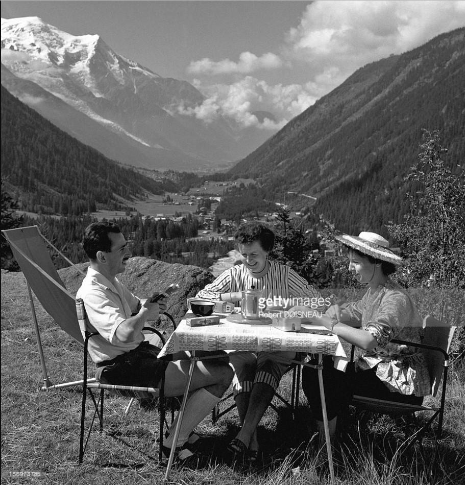 1959. Люди во время отпуска в долине Шамони