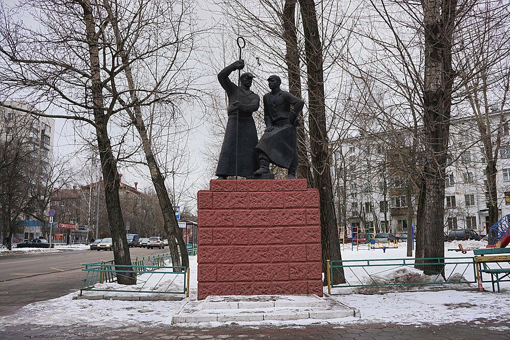 Памятники в москве названия улиц цена на памятники брянска 2018