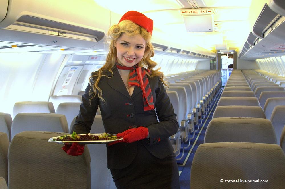 Самые красивые стюардессы-брюнетки