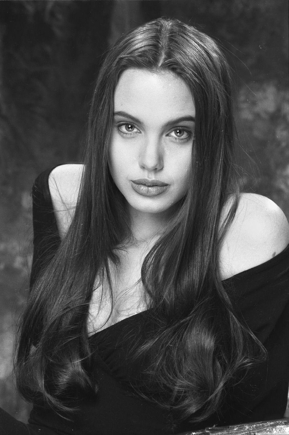 1991 г., Анджелине Джоли 16 лет (Фото: Philip Wong)