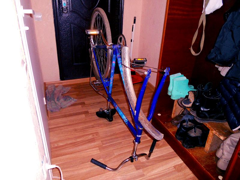 Велосипед вверх колесами