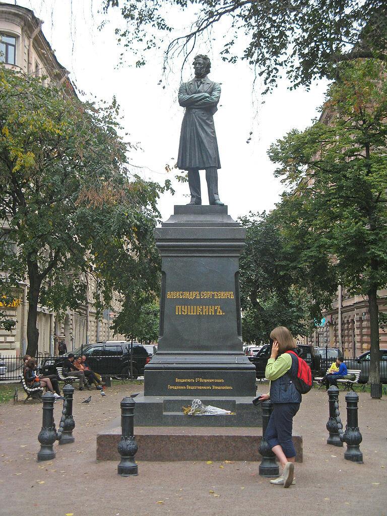 768px-Памятник_Пушкину,_Пушкинская_ул.01.jpg.2 Памятник поэту.jpg