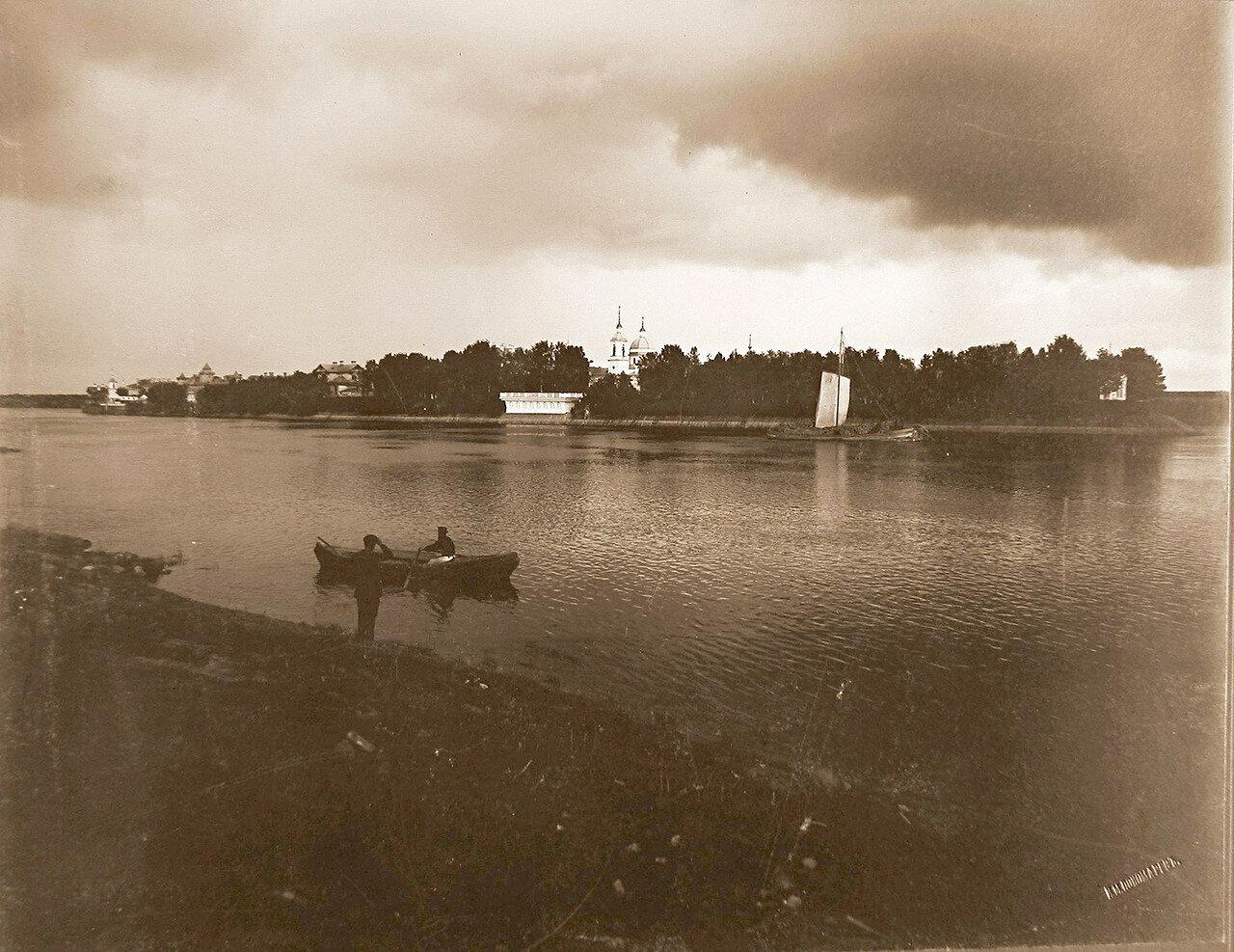 05. Вид на Успенский остров со стороны р.Волхов во время дождя