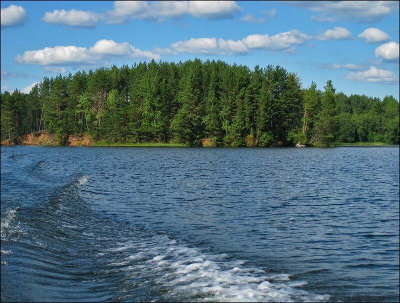 Остров на озере Велье