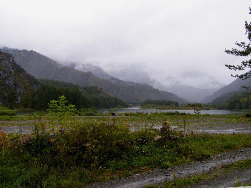 Горы около Чемальской ГЭС