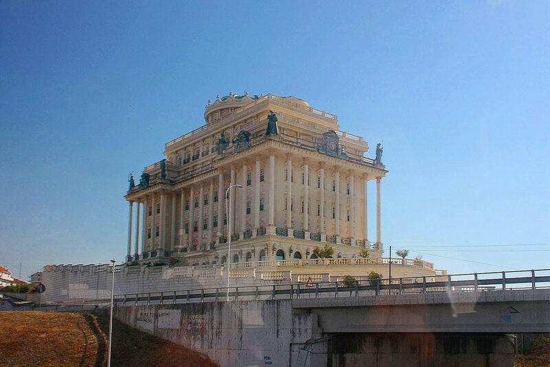 Amadeus Palace Hotel. Албания