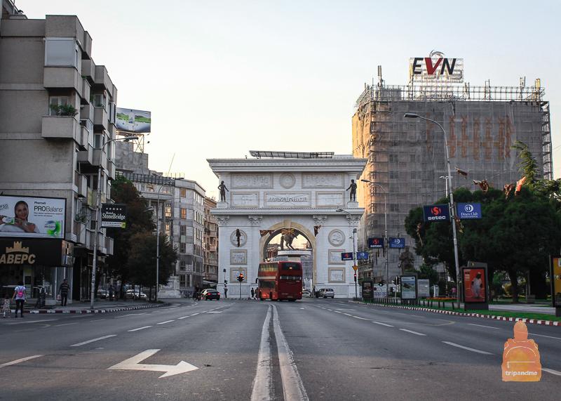 Триумфальная арка в Скопье