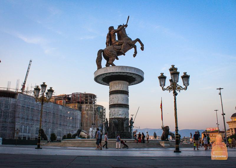 """Скульптура """"Воин на коне"""" в Скопье"""