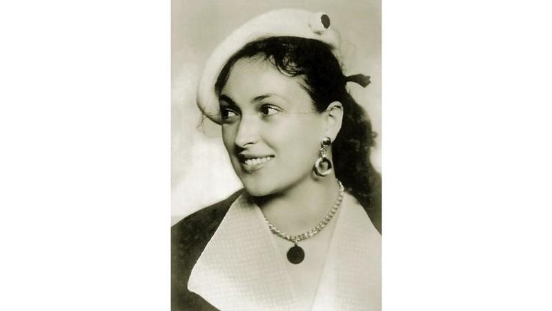 У актрисы была огромная коллекция шляп и аксессуаров со всего мира, шляпы вообще были визитной карто