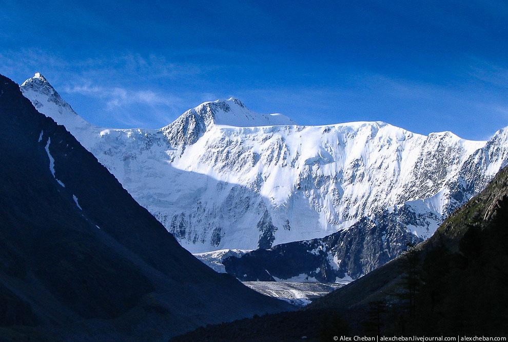 По одной из легенд Белуха — это родина Будды, именно отсюда он отправился в Индию и на Тибет.