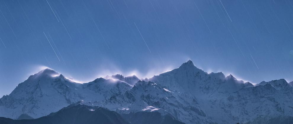 16. Категория «Картины на небе». Перламутровые облака над Лофотенами, Норвегия. (Фото Bartlom