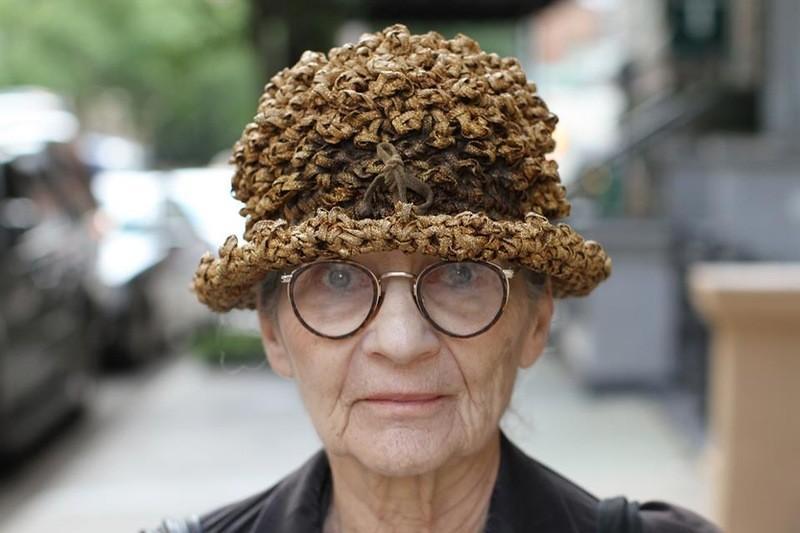35. «Люди пытаются купить мою шляпку вместе с головой».