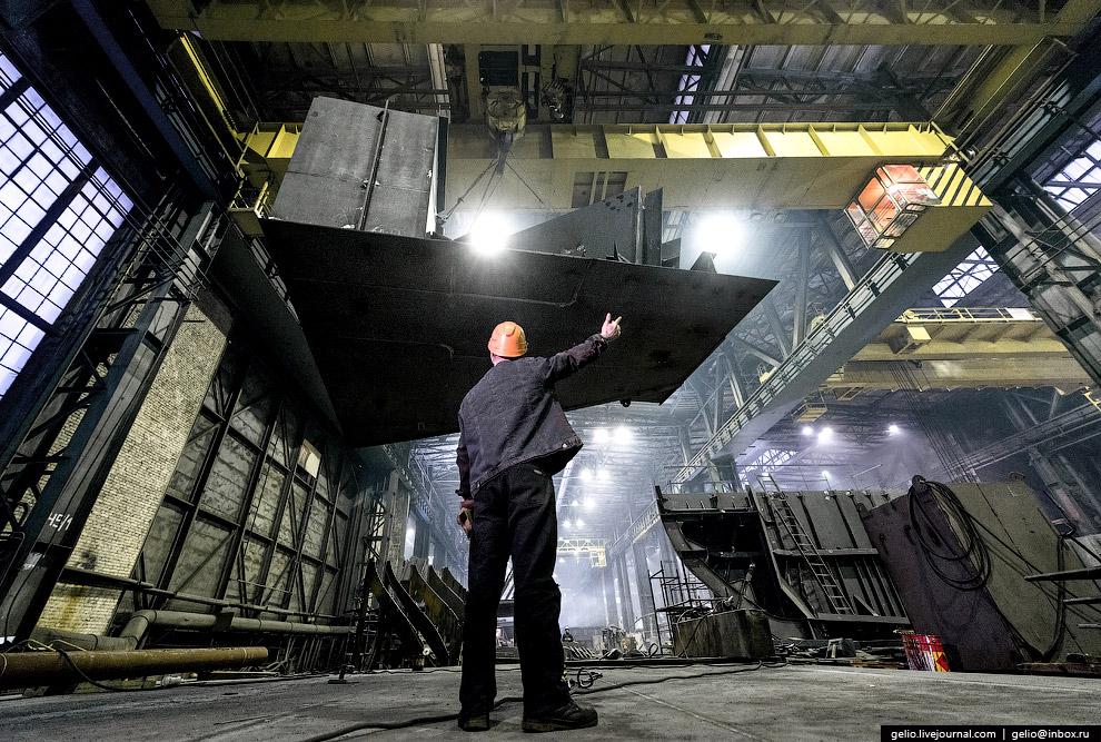16.  Достроечная набережная Балтийского завода . Сейчас здесь производится достройка