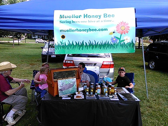 Эмили с семьей продает мед на местной ярмарке.   Чтоже касается самой фотосессии, тотогда, ка